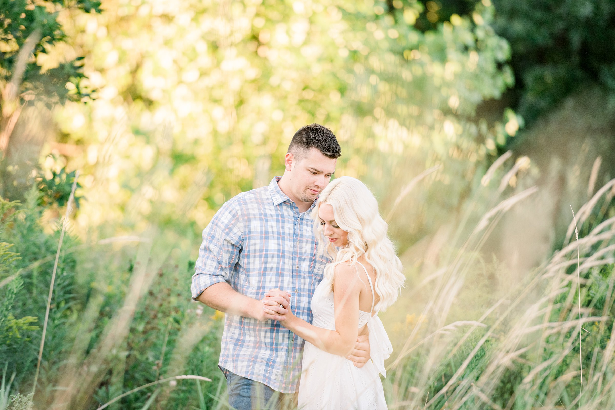 Appleton, WI Engagement Photographer - Larissa Marie Photography