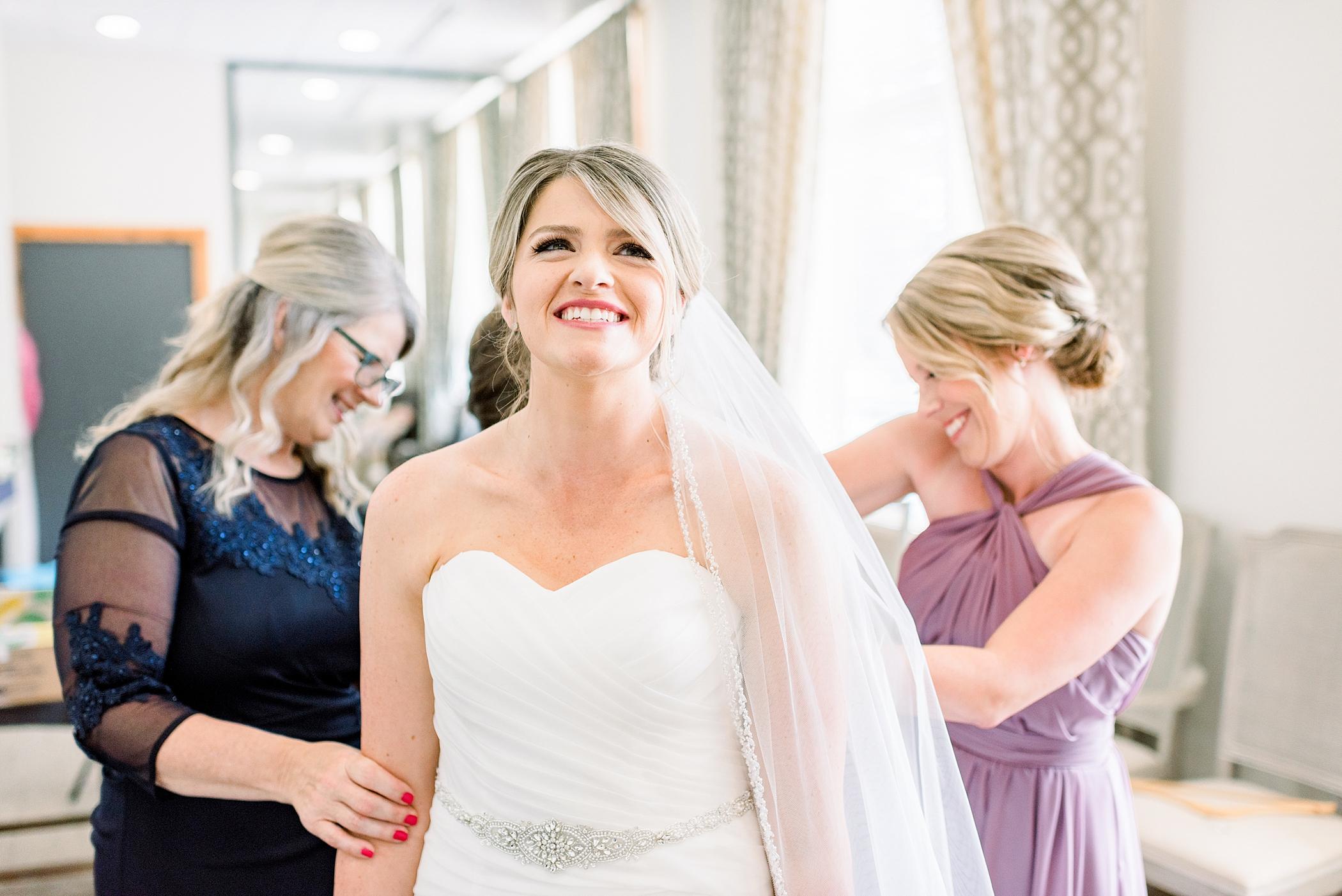 Madison, WI Wedding Photographers Larissa Marie Photography